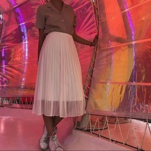 Uniqlo midi white chiffon pleated skirt